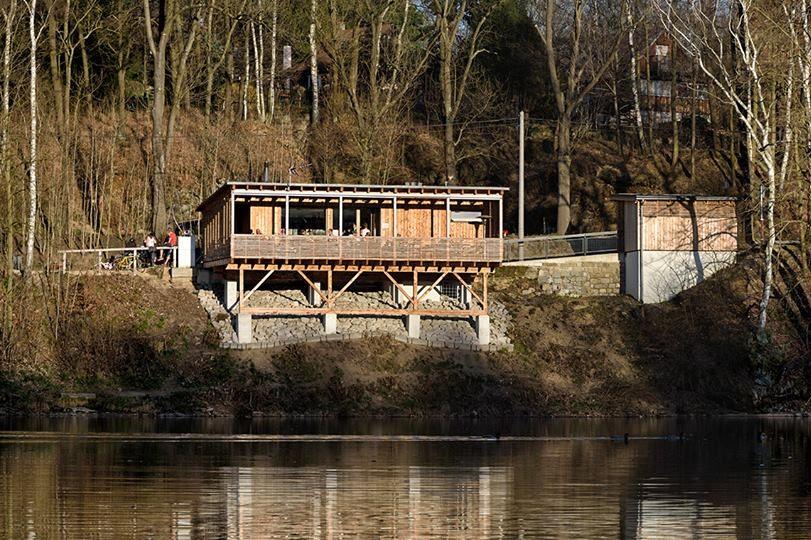 Restaurace na břehu přehrady Fojtka - Mníšek u Liberce