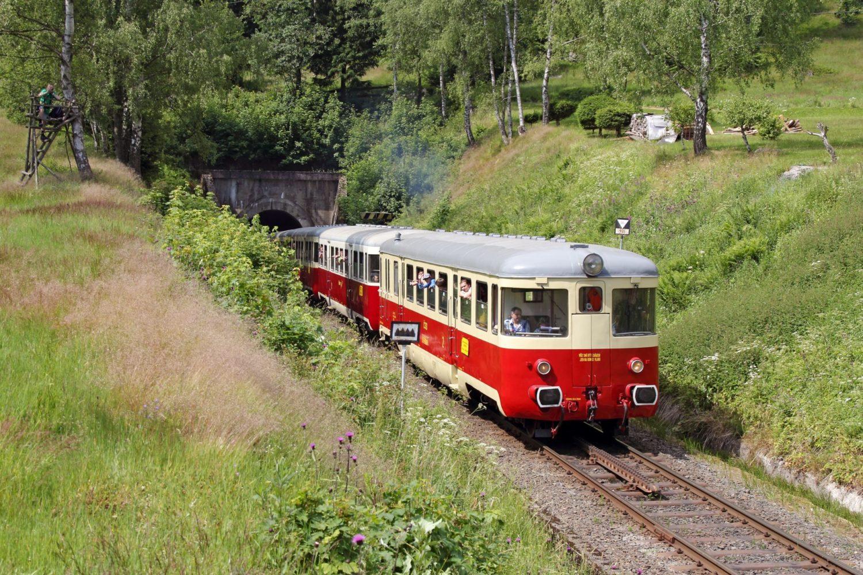 Historický vlak na unikátní ozubnicové trati, tzv. zubačka, Tanvald – Kořenov – Harrachov