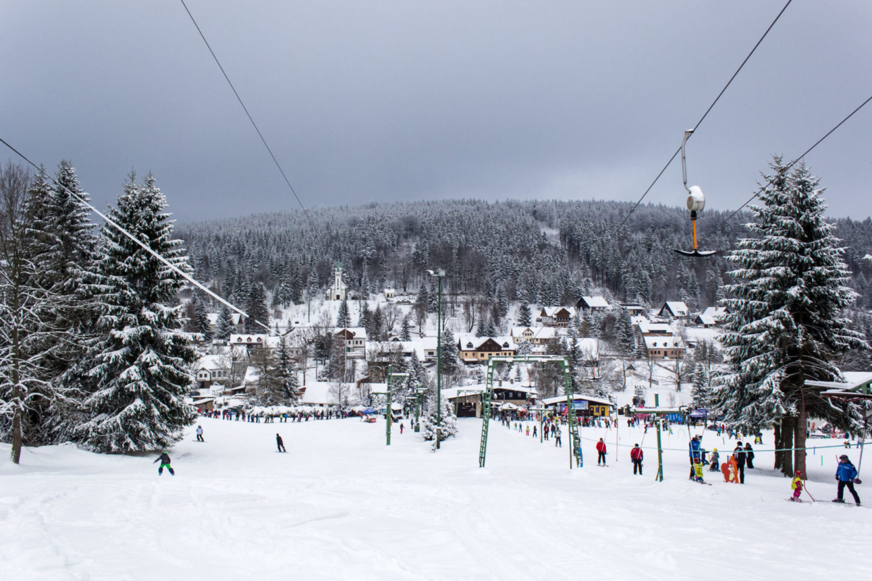 Ski resort Bedřichov v Jizerských horách je vhodný pro sjezf'daře- začátečníky a školní kurzy