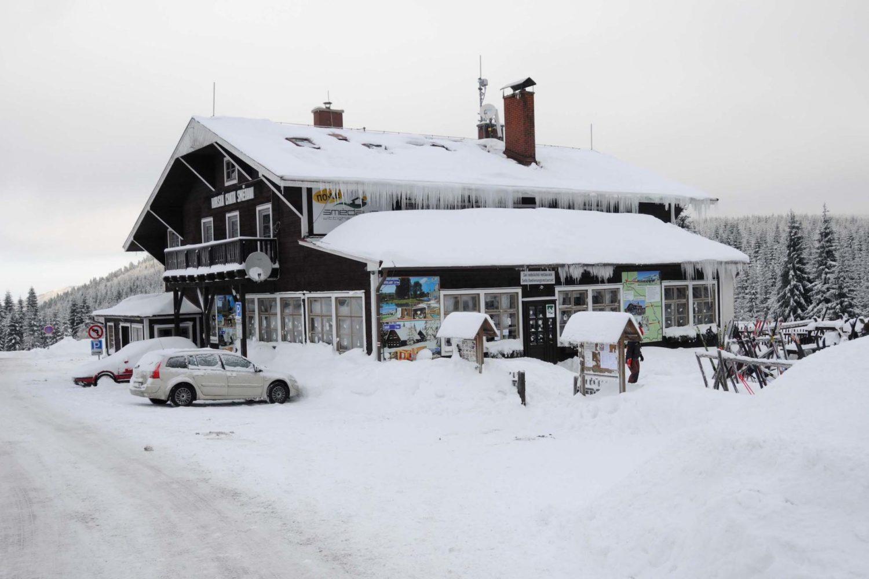 Chata Smědava v Jizerských horách v zimě