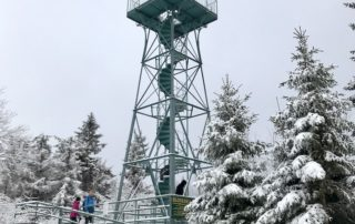 Kovová rozhledna rozhledna Slovanka v Jizerských horách v zimě