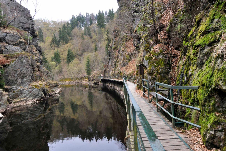 Riegrova stezka podél řeky Jizery v okrese Semily