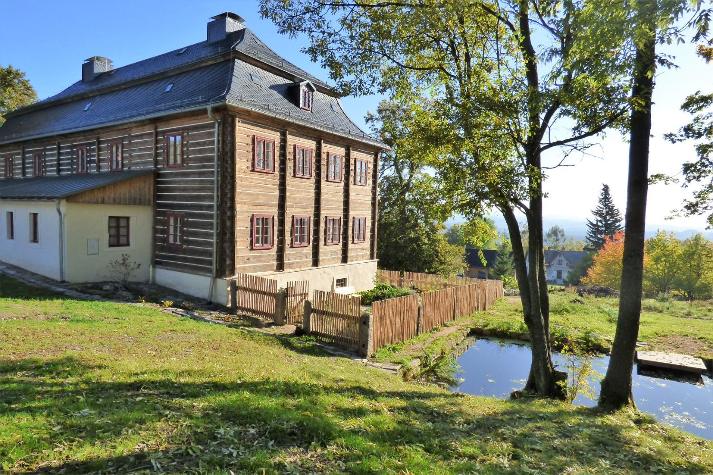 Kittelovo muzeum – zrekonstruované roubené stavení zvané Burg. Krásná - Jablonecko