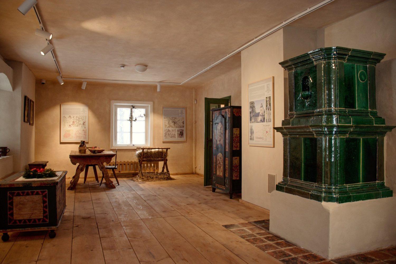 Burg, dnešní Kittelovo muzeum – venkovský interiér. Krásná - Jablonecko