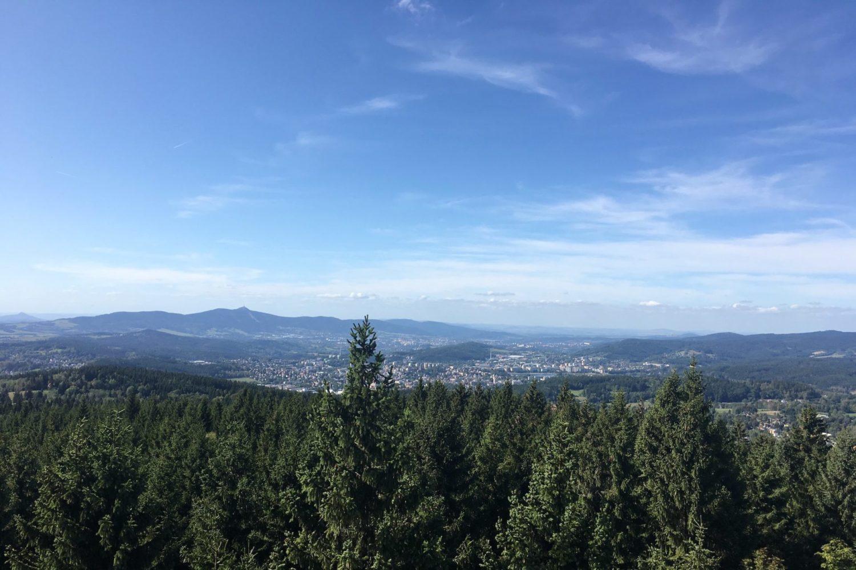 Výhled do krajiny kolem Jablonce nad Nisou z rozhledny Černá studnice