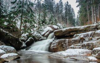 Vodopád na Černé Desné v zimě – Jizerské hory