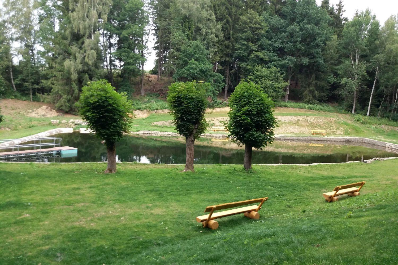 Parková úprava okolo přírodního koupaliště v Rychnově u Jablonce nad Nisou