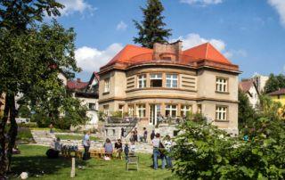 Schneiderova vila z roku 1930 na rohu ulic Zlatá a V Luzích v Jabloonci nad Nisou