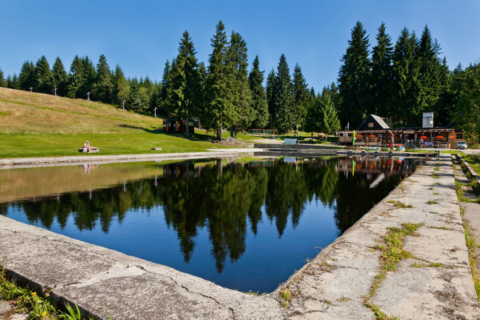 Přírodní koupaliště a restaurace s letní terasou Dolina v Bedřichově - Jizerské hory