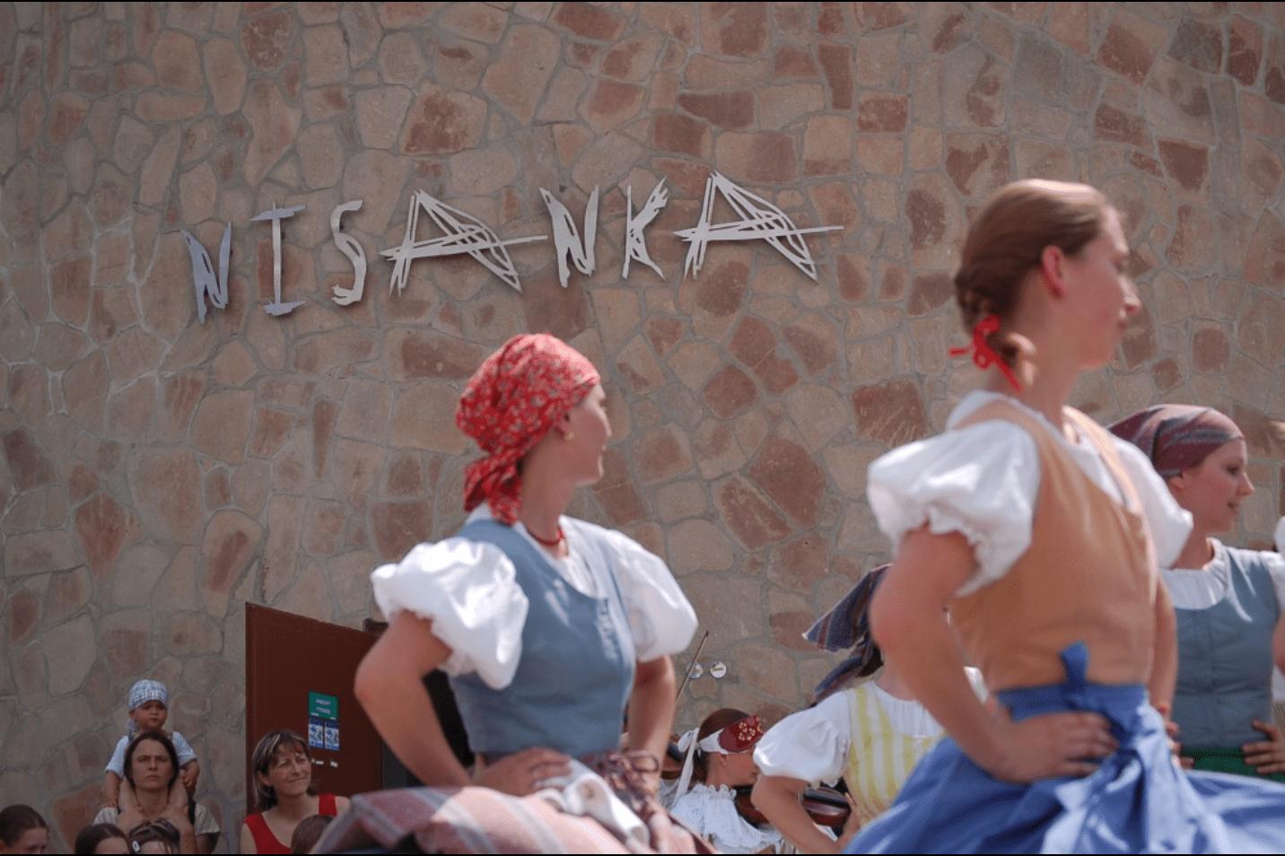 Folklórní soubor Nisanka tančící  stejnojmenné