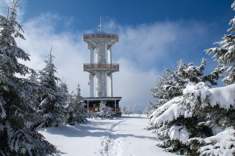 Rozhledna Smrk v Jizerských horách v zimě