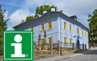 Turistické infocentrum v Jablonci nad Nisou sídlí v přízemí Domu národopisců Scheybalových - pohled z ulice Kostelní