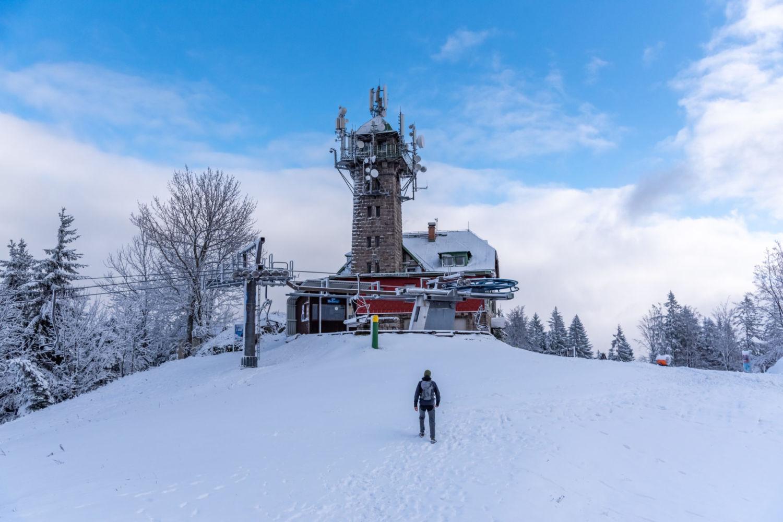 Rozhledna s turistickou chatou a lanovkou na Tanvaldském Špičáku - Jizerské hory, Skiaréna Jizerky