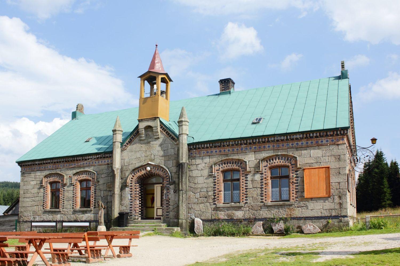 Kamenná turistická chata Orle - polská část Jizerských hor