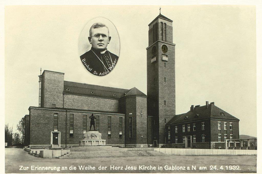 Kostel Nejsv. Srdce Ježíšova (Páně) a socha bájného rytíře Rüdigera na Horním náměstí v Jablonci nad Nisou na historickém fotu