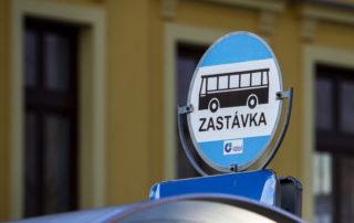 Detail autobusové zástavky MHD (Městské hromadné dopravy) v Jablonci nad Nisou