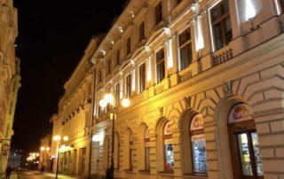 Večerní pohled na pěší zónu a Kulturní centrum Hotel Praha - Jablonec nad Niso