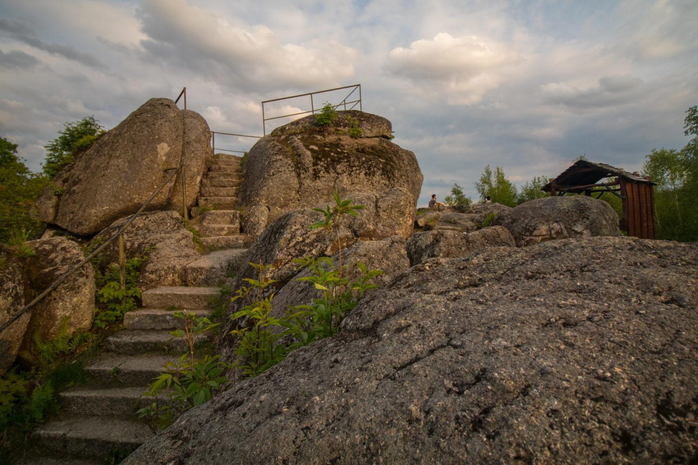 Vyhlídka Čertovy kamenyv horní části obce Josefův Důl zvané Peklo.