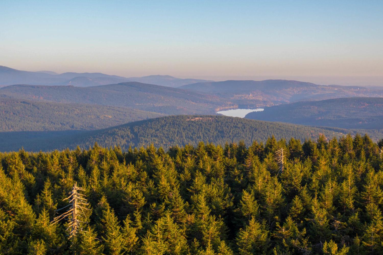 Výhled z Jizery do krajiny Jizeských hor