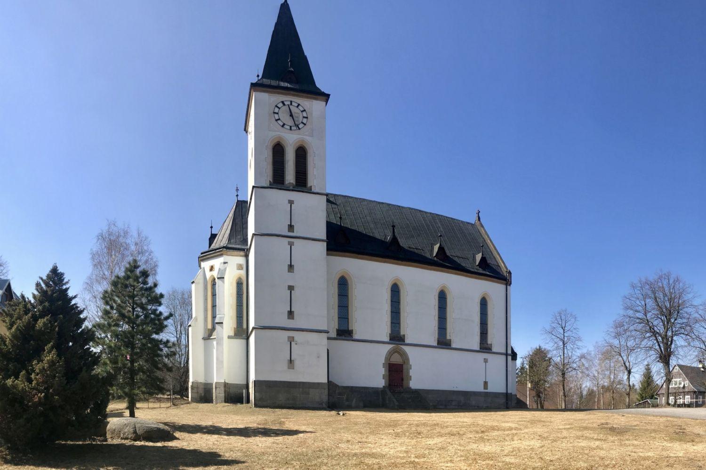 Bílý kostel Nejsvětějšího Srdce Ježíšova v Horním Maxově - Jizerské hory