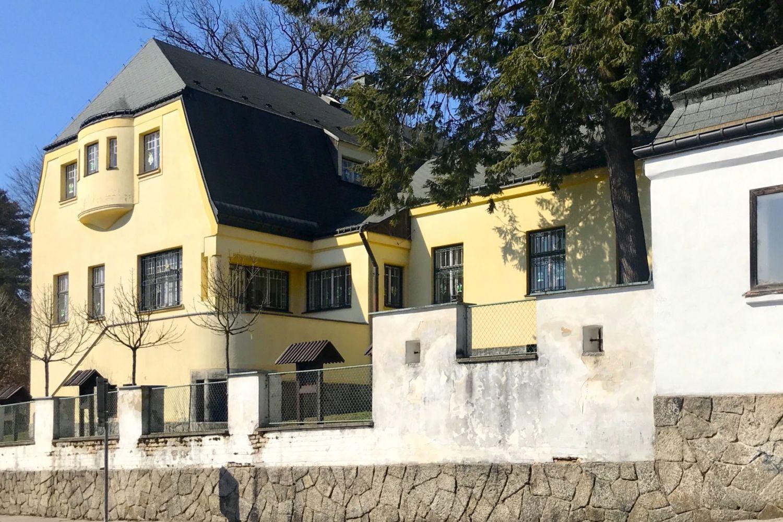 Dresslerova vila v Jablonci nad Nisou navržená architektem architektem Josefem Zaschem, dnes budova mateřské školy