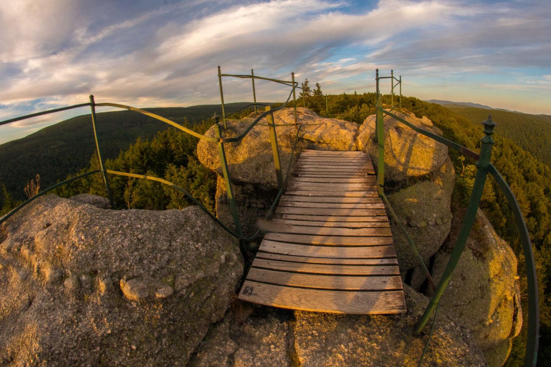 Detail zábradlí a přístupu na skalní vyhlídku Paličník – Jizerské hory