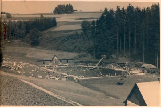 Přírodní koupaliště v Rychnově u Jablonce nad Nisou - historické černobílé foto