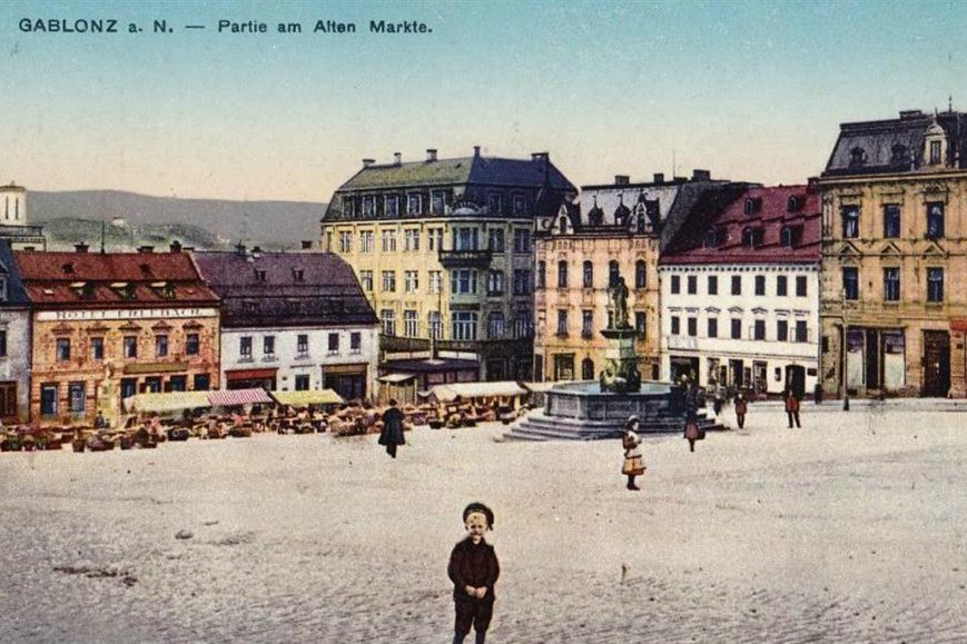 Kolorovaná dobová pohlednice – Mírové náměstí v Jablonci nad Nisou - Mírové náměstí (Starý trh)