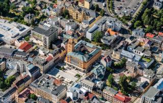 Letecký pohled na radnici a její nejbližší okolí - Jablonec nad Nisou