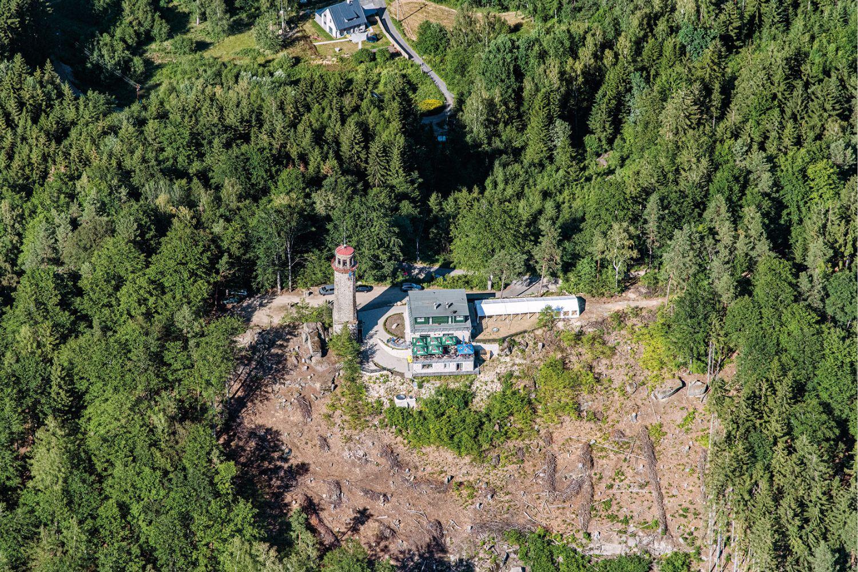 Kamenná rozhledna nad Prosečí s novou turistickou chatou letecky - Jablonec nad Nisou
