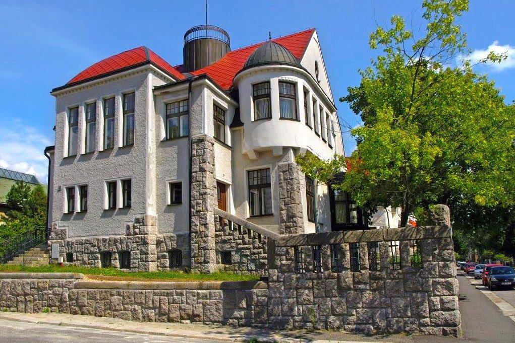 Vila Josefa Jägera v Jablonci nad Nisou v ulici 28. října navržená architektem architekt Robertem Hemmrichem
