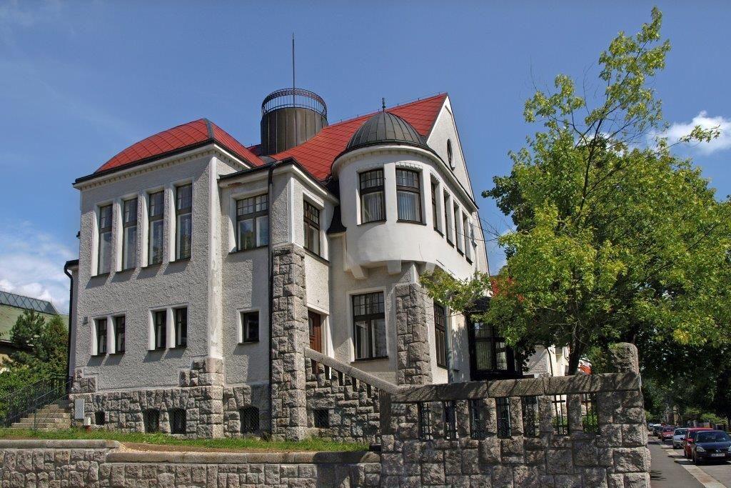 Architektonicky zajímavá vila Josefa Jägera v Jablonci nad Nisou - exteriér