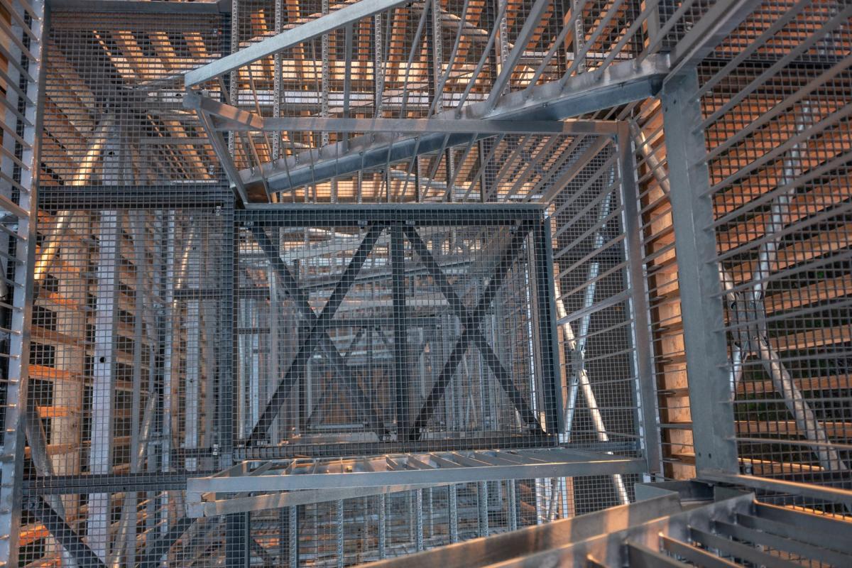 Detail schodů na rozhlednu Císařský kámen postavenou roku 2018 - Jablonecko
