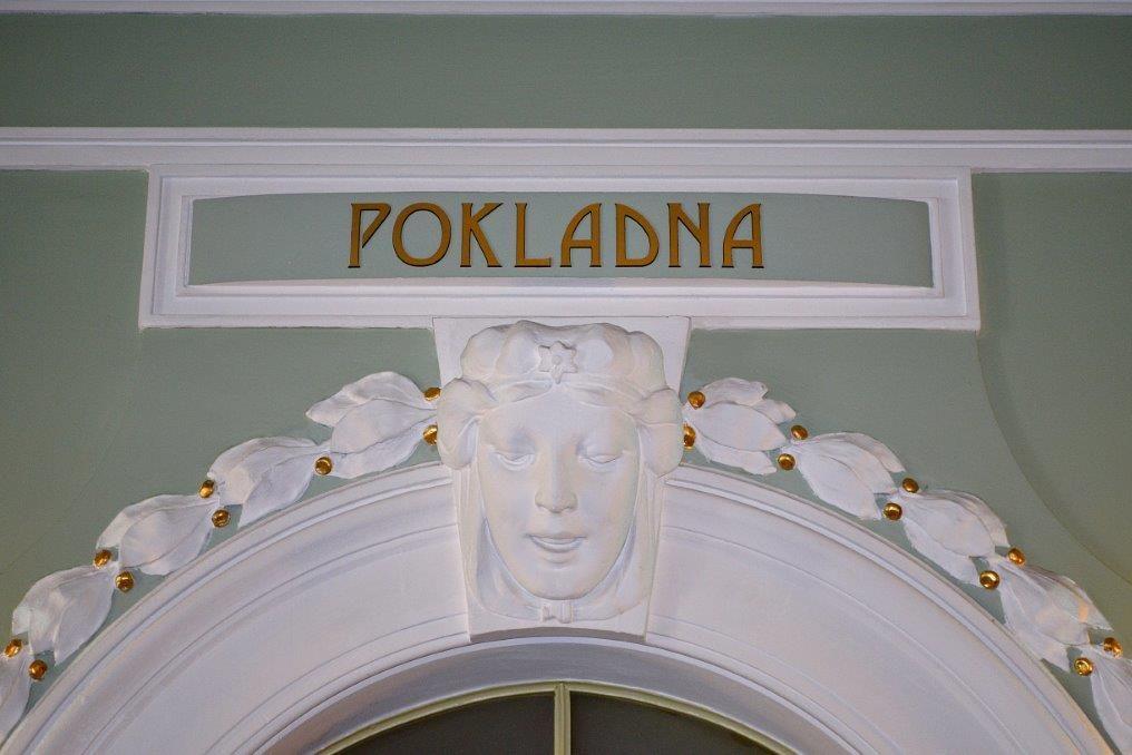 Detail secesní výzdoby pokladny v Městském divadle v Jablonci nad Nisou