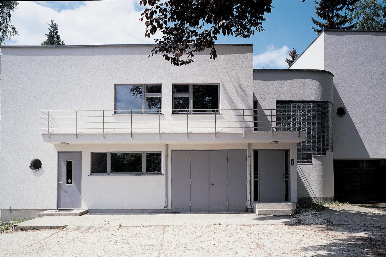 Funkcionalistická Háskova vila v Jablonci nad Nisou - vchod do domu