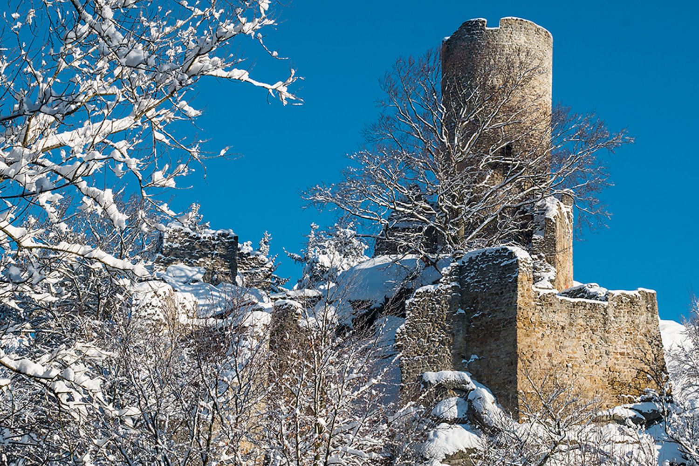 Zřícenina hradu Frýdštejn v zimě