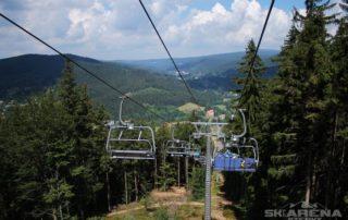 Sedačková lanovka na Tanvaldský Špičák v létě - Jizerské hory
