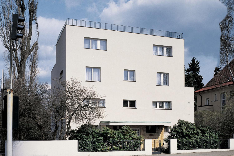Funkcionalistická Kantorova vila v Jablonci nad Nisou – pohled z ulice Palackého