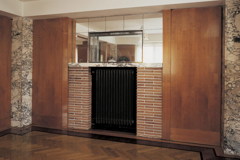 Funkcionalistická Kantorova vila v Jablonci nad Nisou – interiér, foto ústředního topení v designu krbu