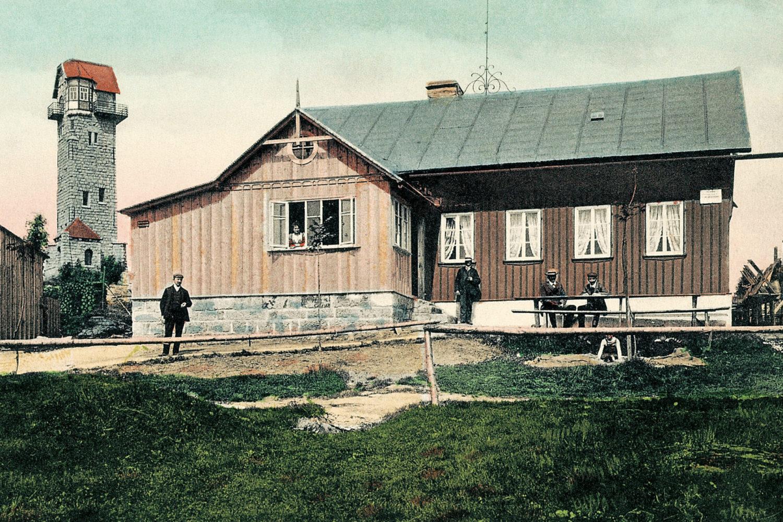 Historické kolorované foto chaty a rozhledny Královka v Jizerských horách