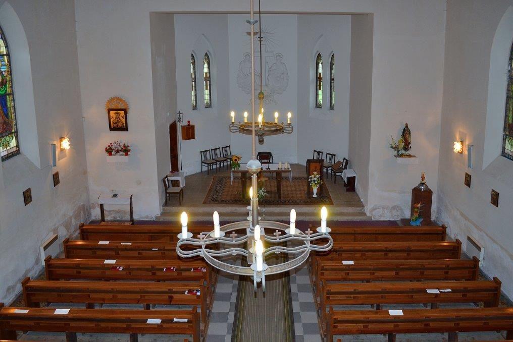 Skromnější interiér kostela Nejsvětější Trojice, Mšeno, Jablonec nad Nisou