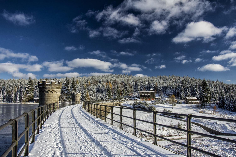 Hráz přehrady Bedřichov na Černé Nise v zimě - Jizerské hory