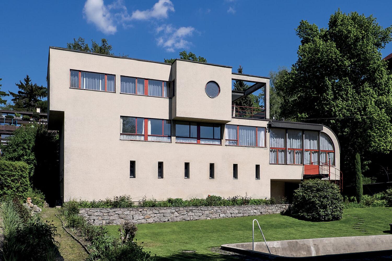 Schmelowského vila v Jablonci nad Nisou v podobě připomínající plující parník navržená architektem Heinrichem Lauterbachem