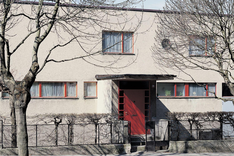 Schmelowského vila v Jablonci nad Nisou navržená architektem Heinrichem Lauterbachem - vchod do domu z ulice