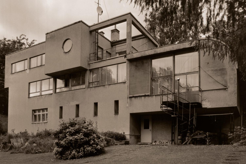 Schmelowského vila v Jablonci nad Nisou v podobě připomínající plující parník navržená architektem Heinrichem Lauterbachem - dobové foto