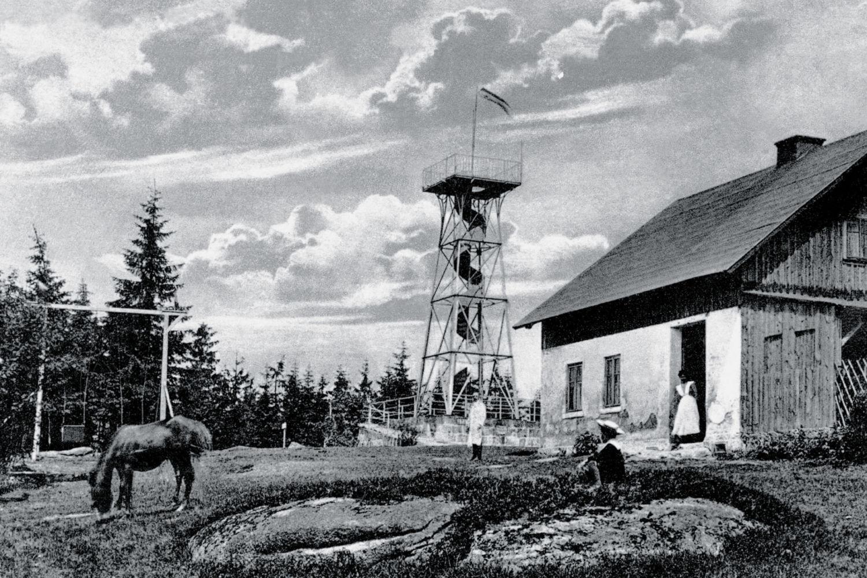 Kovová rozhledna rozhledna Slovanka v Jizerských horách na historickém fotu