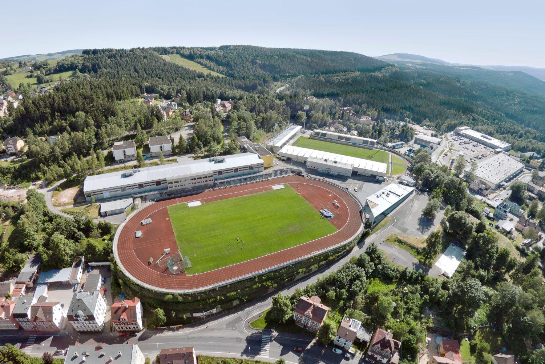 Atletický a fotbalový stadion Střelnice v Jablonci nad Nisou a okolí na leteckém pohledu